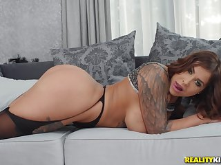 Matura mommy Heidi Van Horny loves to have hardcore anal sex
