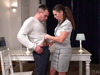 Mature mommy Mariana drops on her knees to make him hard for sex