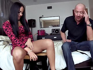 Brunette whore goes down and dirty with this guy's hard wood
