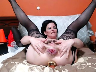 Natural brunette solo toying